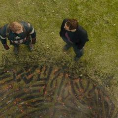 Stark y Rogers tras ver a Thor abandonar la Tierra.