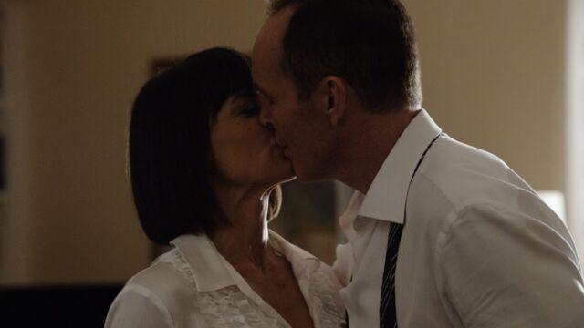 File:CT Coulson Price kiss.jpg