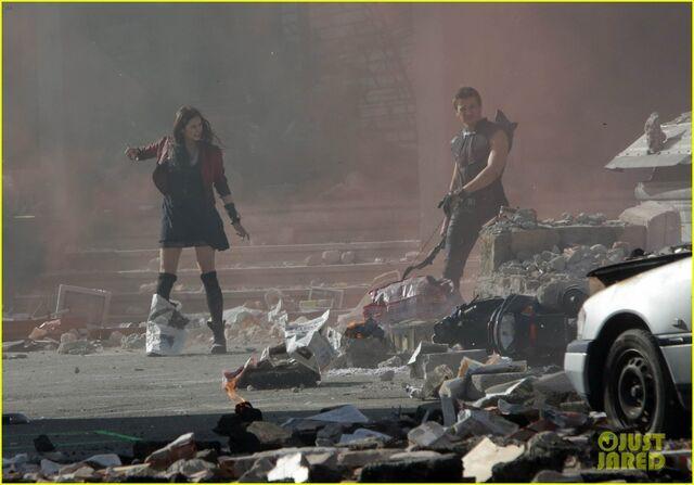 File:Elizabeth-olsen-aaron-taylor-johnson-avengers-2-set-photos-06.jpg
