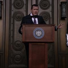 Johnson asiste a la ceremonia para ser reconocida como agente de S.H.I.E.L.D.