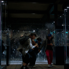 Jones y sus compañeros llegan al Museo de Londres.