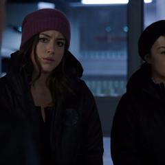 Skye decide seguir a Coulson.