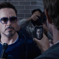 Stark a punto de declarar frente a los medios.