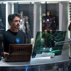 Stark regresa a su mansión tras la audiencia.