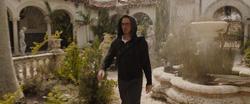 Stark se infiltra en la mansión de Killian