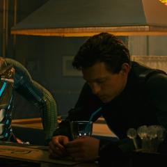 Parker y Beck acuden a un bar tras vencer a Molten Man.