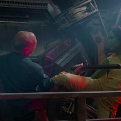 Gamora lucha durante su fuga del Kyln.