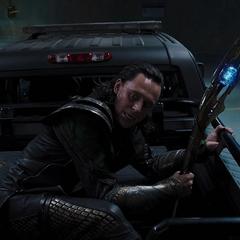 Loki escapa de la instalación de S.H.I.E.L.D.