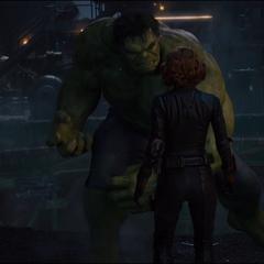 Romanoff y Hulk listos para la batalla.