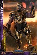 Battle Damaged Thanos Hot Toys 13