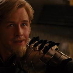 Fandral acepta que Loki es el nuevo rey.