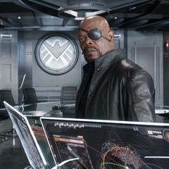 Fury ve la Batalla de Nueva York desde el Helicarrier.