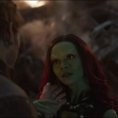 Gamora se encuentra con Quill.