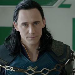 Loki considera ayudar a los Revengadores en su escape de Sakaar.