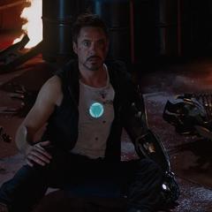 Stark descubre a Potts con vida.