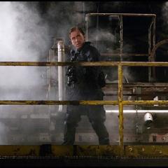 Blonsky busca a Banner el la planta embotelladora.