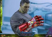 Hulk Nano Gauntlet Hot Toys 13