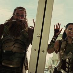 Hogun y sus amigos encuentran a Thor.
