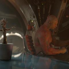 Groot vuelve a crecer en una maceta.