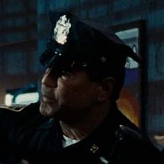 Keith Middlebrook como Policía de la Expo