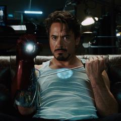 Stark se enfurece al ver las noticias.