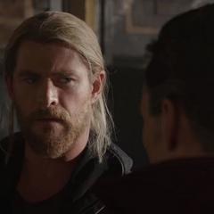 Thor conoce a Stephen Strange.