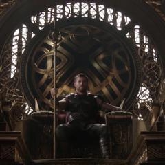 Thor utiliza en Gungnir para llamar a Hela.