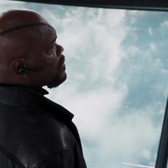 Fury continua dirigiendo el helicarrier después de la batalla.