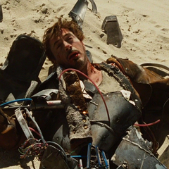 Stark se estrella en un desierto.