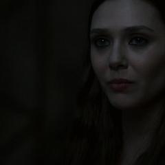 Wanda contándole su historia a Ultrón.