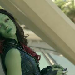 Gamora seduce a Quill en Xandar.