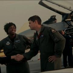 Mar-Vell trabajando con la Fuerza Aérea de Estados Unidos.