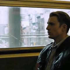 Rogers aborda un tren.