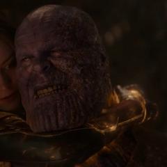 Danvers sostiene a Thanos.