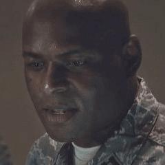 James Bethea como Analista militar #3
