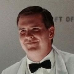 Actor desconocido como Hombre en evento de caridad