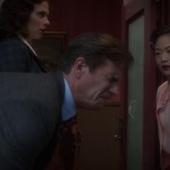 Jarvis es agredido por una ex amante de Stark.