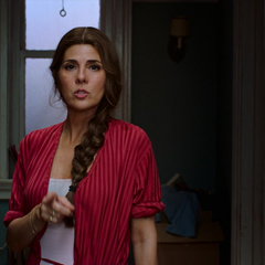 Maybelle le aconseja a Peter llevar su traje.