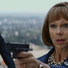 Romanoff infiltrada en la junta como Hawley.
