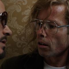 Killian y Stark acuerdan reunirse en el techo del hotel.