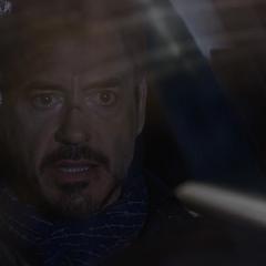 Stark contacta a Rhodes.