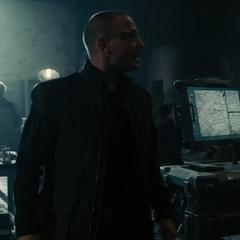 Strucke dirige a las tropas de HYDRA durante el asalto a las instalaciones.
