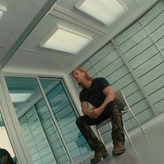 Loki visita a Thor en la Tierra.