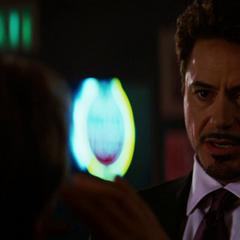 Stark recibe el alago de Ross por su elegancia.