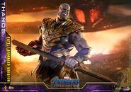 Battle Damaged Thanos Hot Toys 19