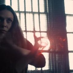 Wanda ataca a Rogers.