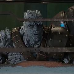 Korg a punto de ver a Thor y Hulk pelear.