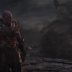 Thanos dándose cuenta que perdió la batalla.