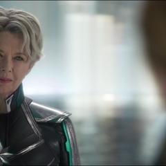 La Inteligencia Suprema saluda a Danvers.