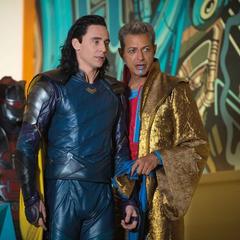Loki sorprendido de reencontrarse con Thor.